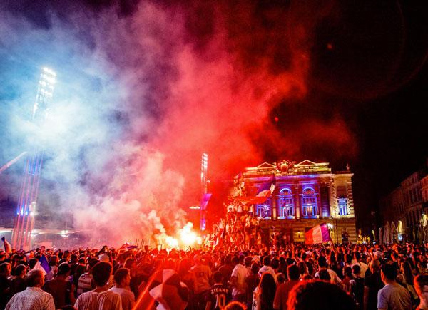 Explosion de joie dans les rue de la ville - en images 1
