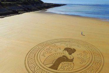 L'homme qui dessine sur les plages 8